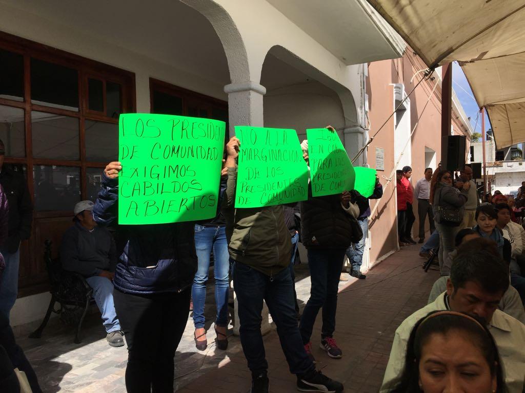 Con protesta pide más dinero presidente de comunidad de Papalotla
