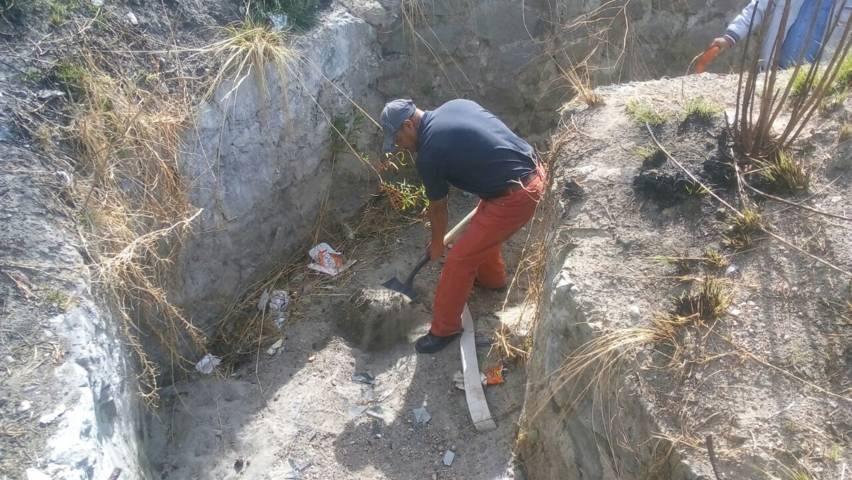 Ayuntamiento realiza limpieza del canal de aguas pluviales en los Girasoles