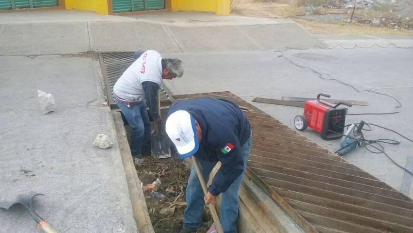 Con el desazolve del drenaje pluvial y canalones evitamos inundaciones: alcalde