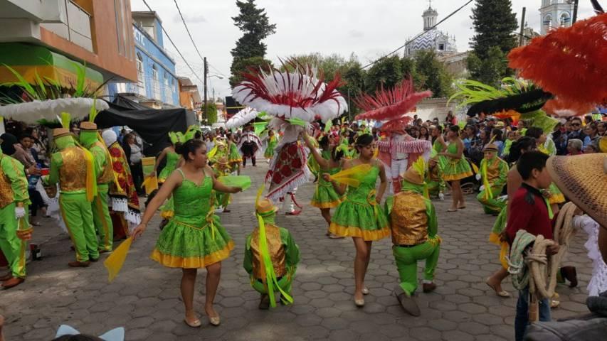 Inaugura Anabell Ávalos el Carnaval del barrio de Xitototla en Acuitlapilco