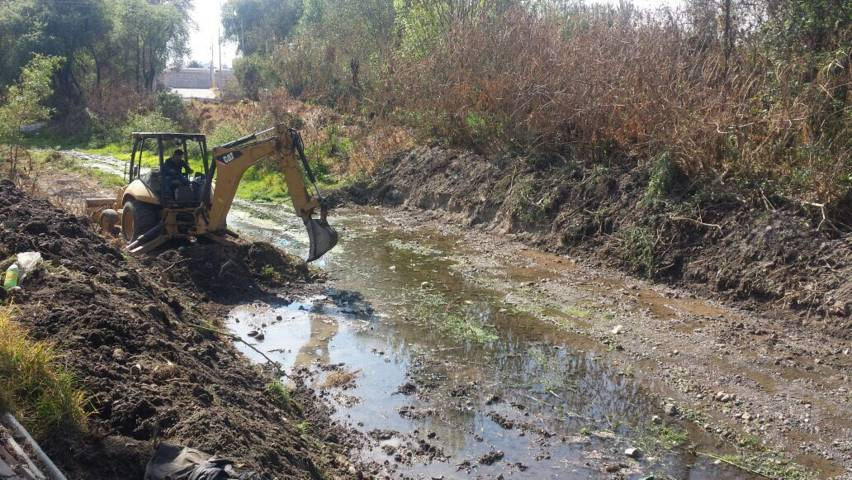 Desazolvan cinco kilómetros de barranca Tenexac en Papalotla