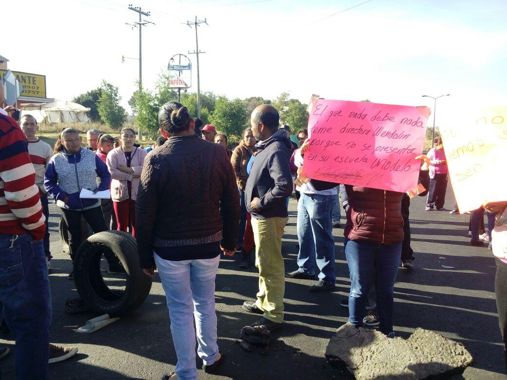 Paterfamilias cierran carretera Vía Corta en Acumanala
