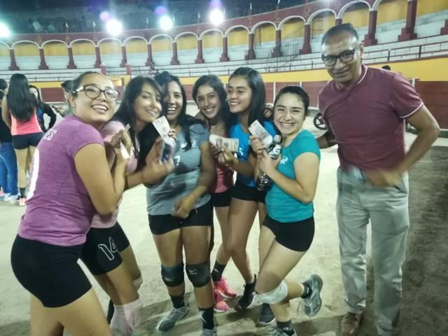 """Winx y Rebeldes, campeones del torneo de """"voleibol plaza"""" en la """"Ranchero Aguilar"""""""