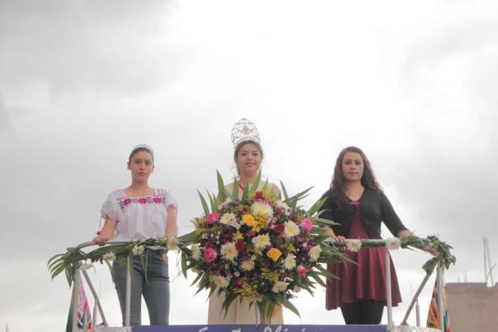 Participan 57 contingentes en el desfile de clausura de la Feria Chiautempan 2018