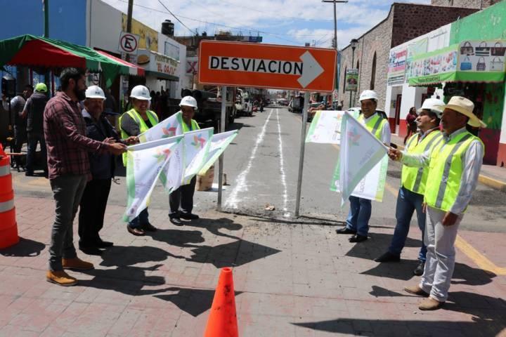 Apertura Héctor Domínguez obra de rehabilitación de drenaje sanitario y pavimentación