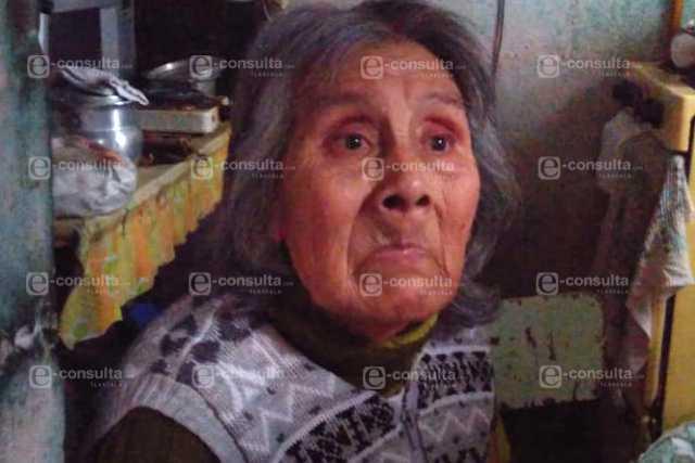 Maestra le impiden ver a su madre, vive en una primaria de la capital