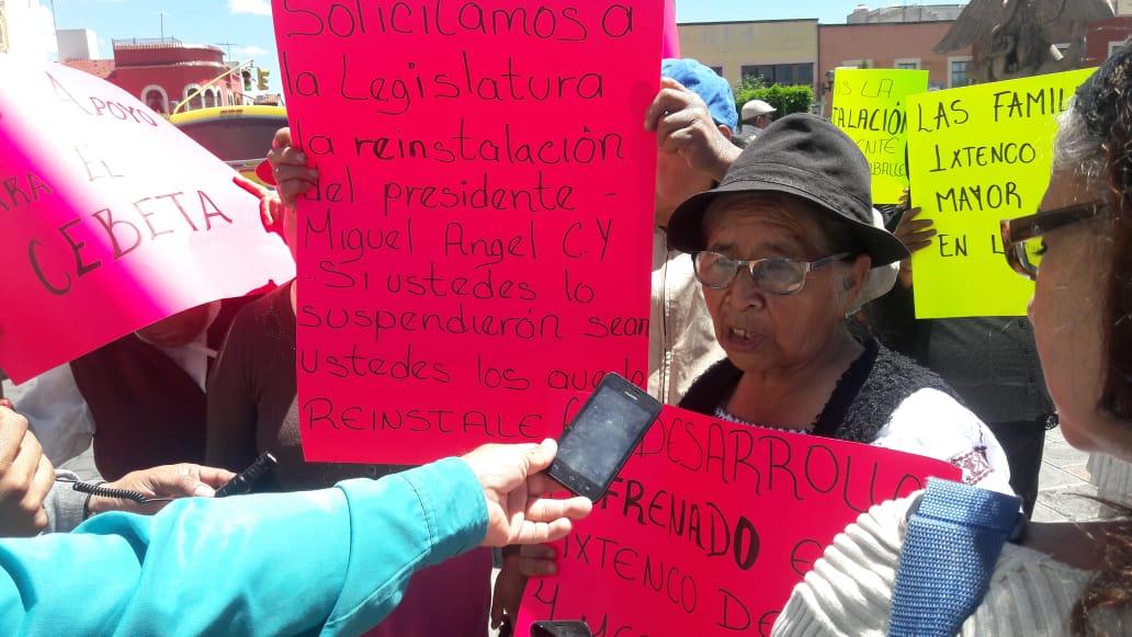 Pobladores de Ixtenco exigen reinstalación de Caballero Yonca