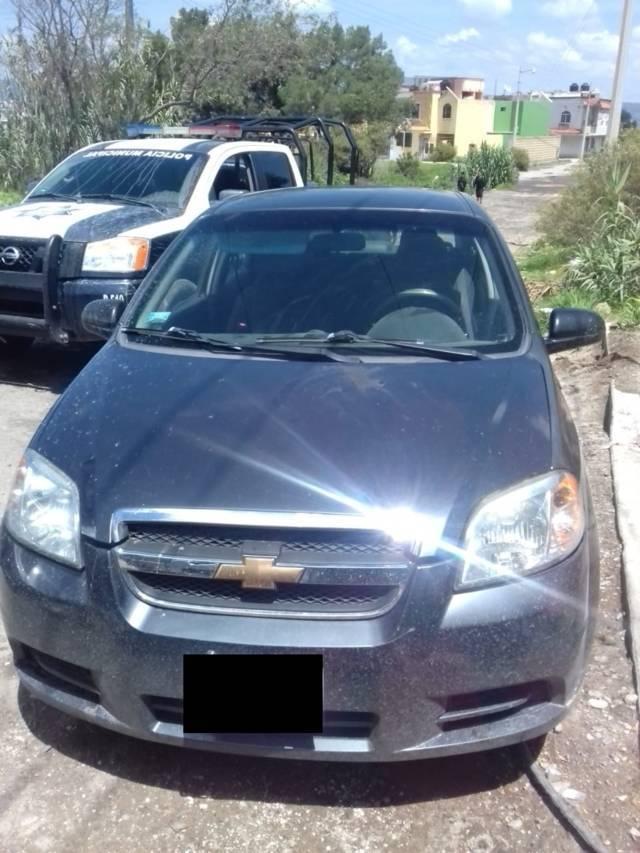 Policía Municipal De Chiautempan asegura vehículo con plantas de mariguana