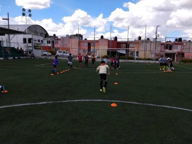 Alcalde de Apizaco invita a formar parte de la escuela municipal de futbol