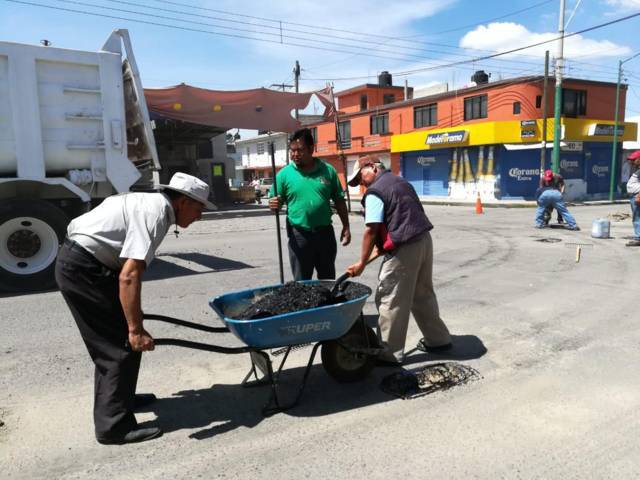 Chiautempan pone en marcha fuerte jornada de trabajos de bacheo