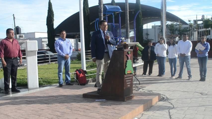 Rivera Mora fomenta los valores cívicos en los homenajes de cada lunes