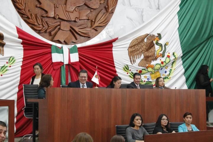 Ejecutivo y Legislativo se inclinan hacia el nuevo gobierno de AMLO