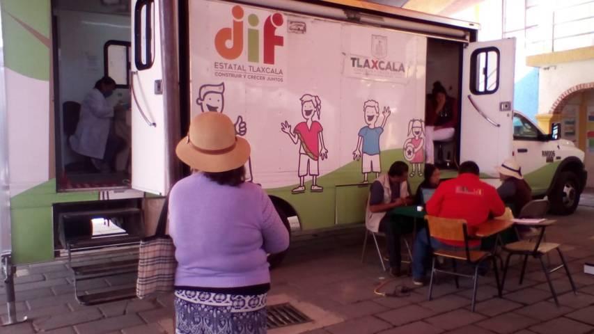 La unidad móvil de la salud llego a San Isidro Buensuceso a dar atención médica