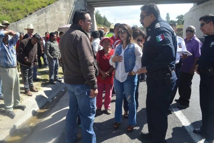 Rivera Mora entrega proyecto a SCT sobre distribuidor vial