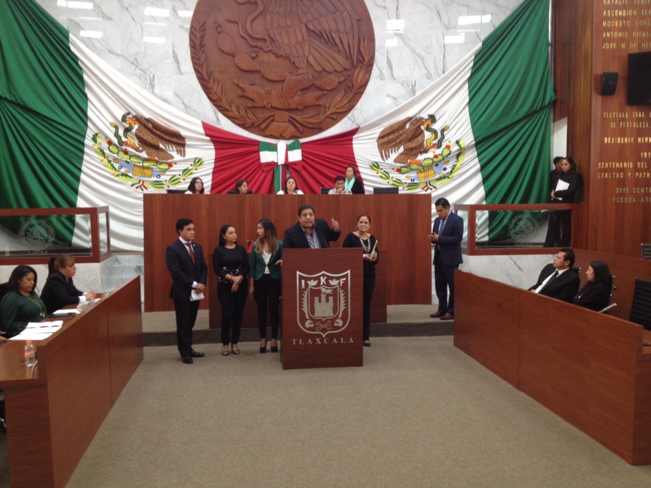 Trifulca en la sesión, Báez vende al Congreso con el PRI