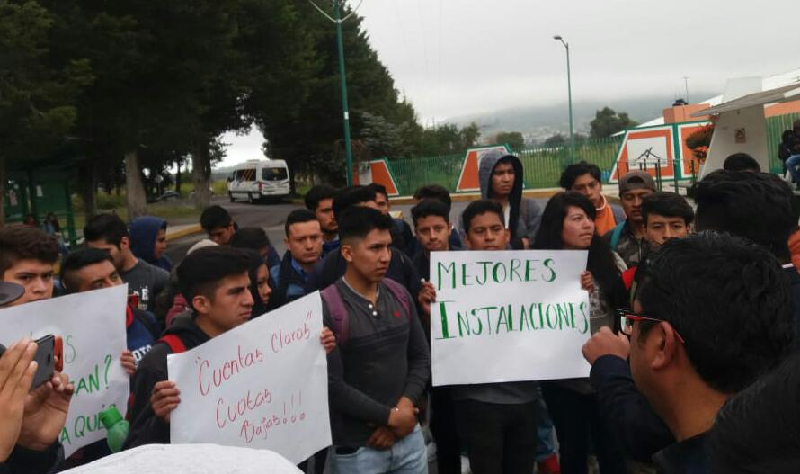 Por abusos se manifiestan estudiantes de la UTT de Huamantla