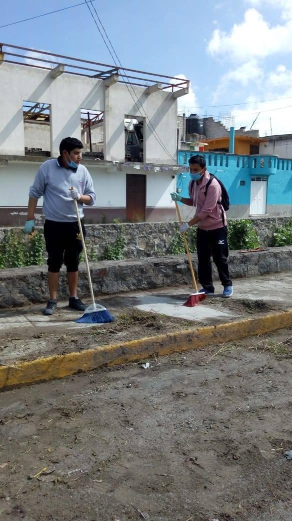 Ayuntamiento de Chiautempan realiza mantenimiento al Parque y  Avenida La Paz