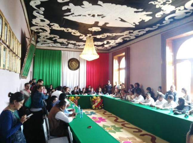 Presidentes de comunidad exigen la salida del alcalde de Calpulalpan