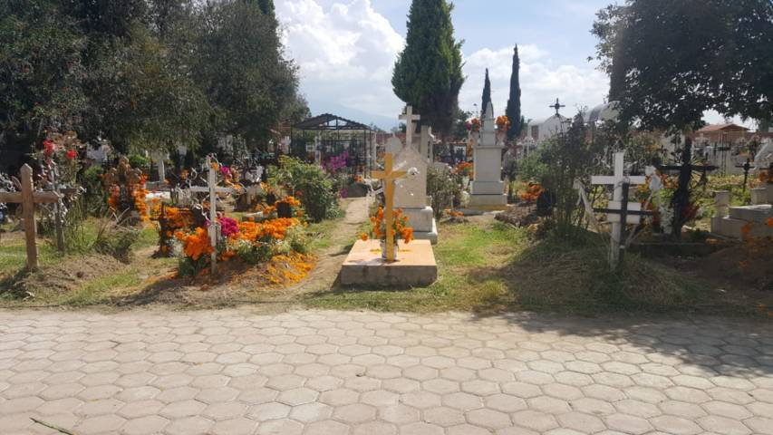 Alistan el panteón en Tlaltelulco para el Día de Fieles Difuntos