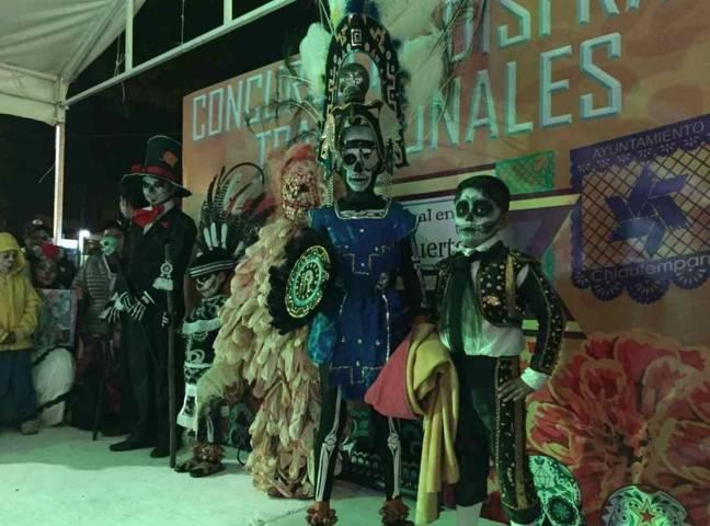 Espectacular concurso de disfraces tradicionales en Chiautempan