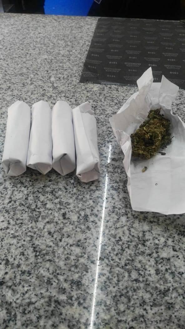 Atrapan a vendedor y comprador de droga en Chiautempan