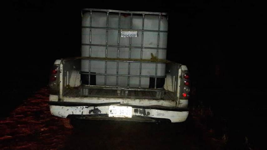 Policía Estatal asegura tres vehículos y bidones en Nanacamilpa