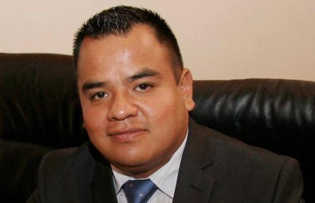 De risa los recursos que utiliza Angelo Gutiérrez para hacer campaña