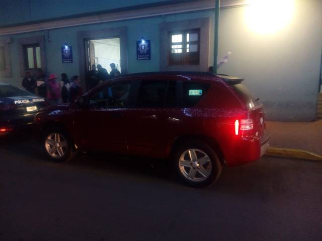 Policías de Chiautempan recuperan camioneta con reporte de robo