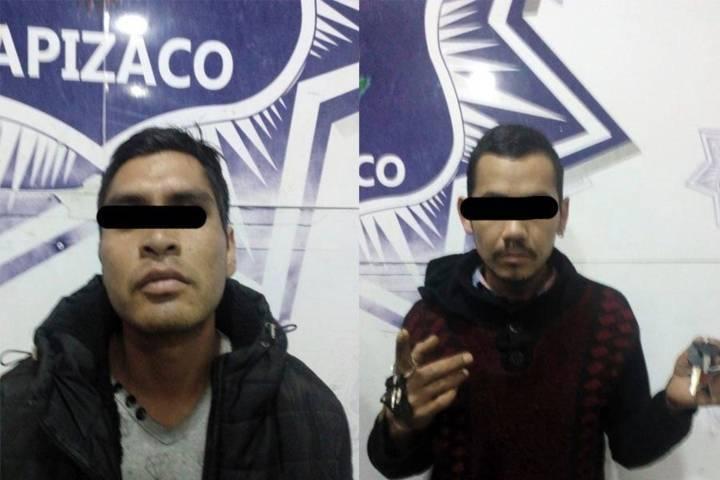 Aseguran oficiales de Apizaco a dos sujetos con llaves de vehículos