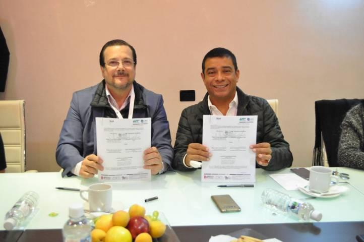 Firma UPTx convenio con Universidad Santander