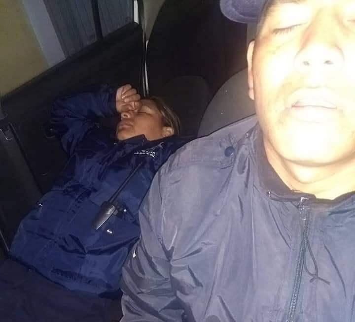 Evidencian a policías de Acuamanala durmiendo en horas de servicio