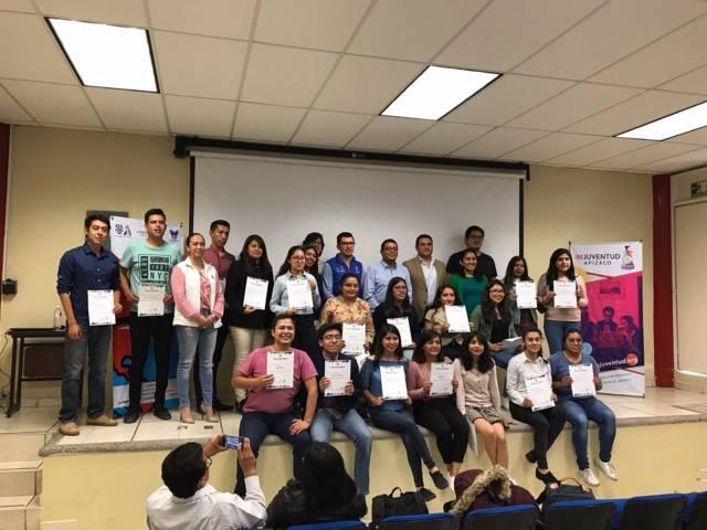 Alcalde de Apizaco entrega becas de movilidad a estudiantes de UPT