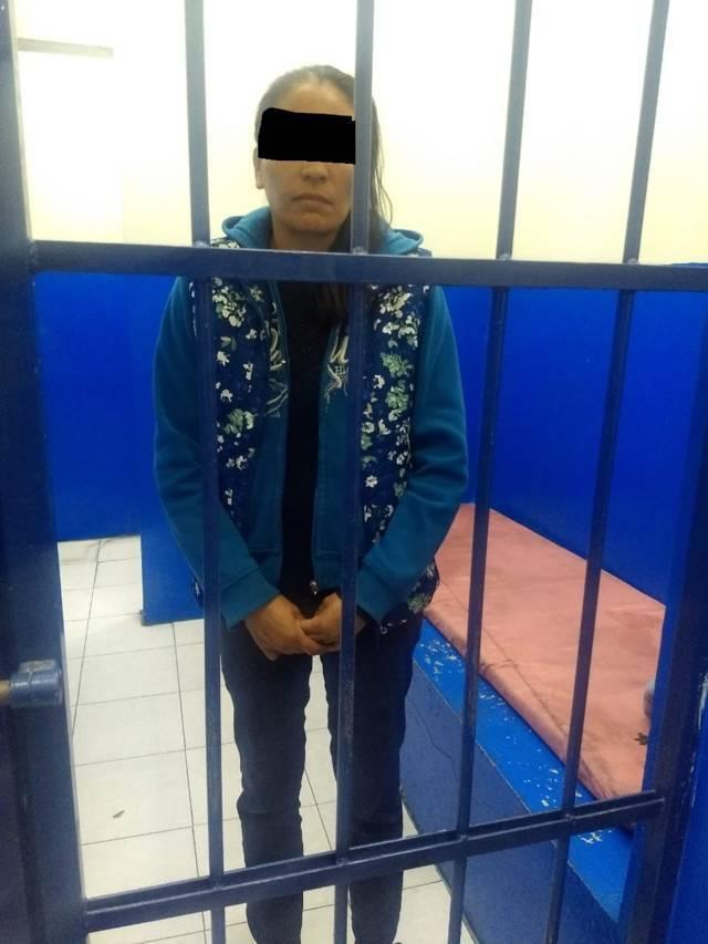 Policias Municipales de Chiautempan detiene a mujer por robo a tienda comercial