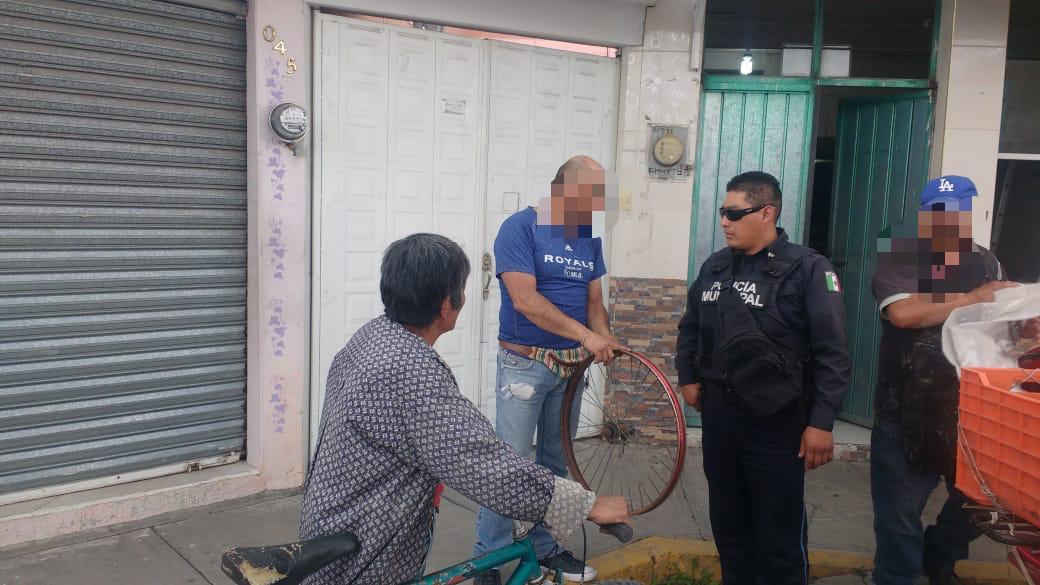 Aseguran a sujeto por intentar robar un rin de bici en Apizaco