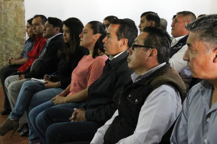 Imparte TJA conferencia a trabajadores de Apetatitlán