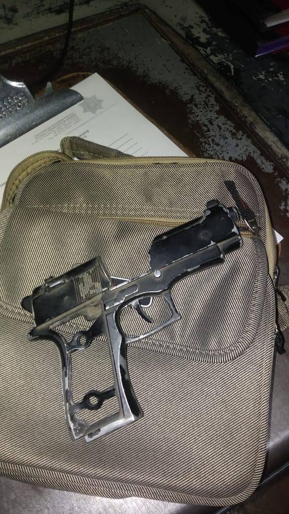 Detiene Policía de Apizaco a sujeto con arma de fuego incompleta