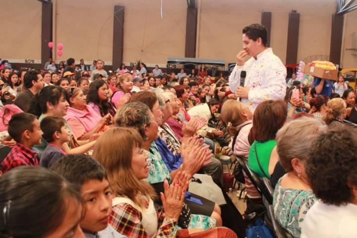 Ayuntamiento y SMDIF festejaron a más de 2 mil mamás de las 12 comunidades