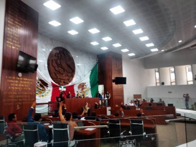 PAN en contra, izquierdistas aprueban en Tlaxcala reforma educativa