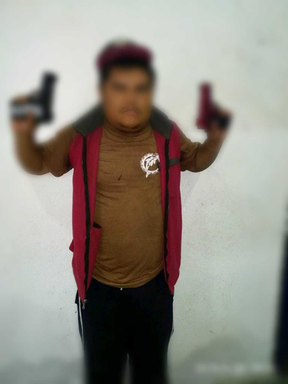 Asegura Policía de Apizaco a sujeto con pistolas de juguete