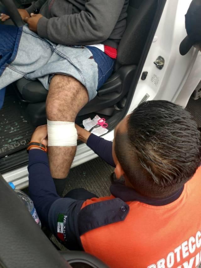 Atienden paramédicos de Apizaco a persona baleada en Tetla