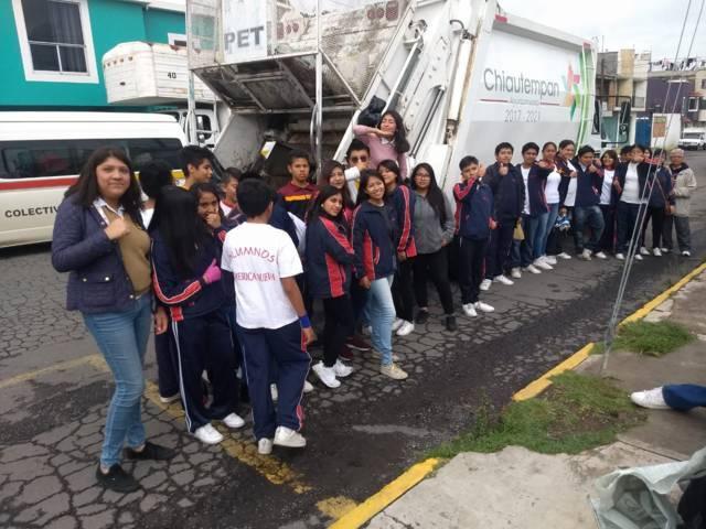 Recolectan basura alumnos y ayuntamiento de Chiautempan
