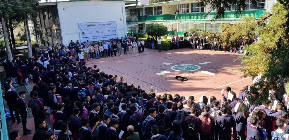 Se entregarán 42 mil becas Benito Juárez para alumnos de preparatoria