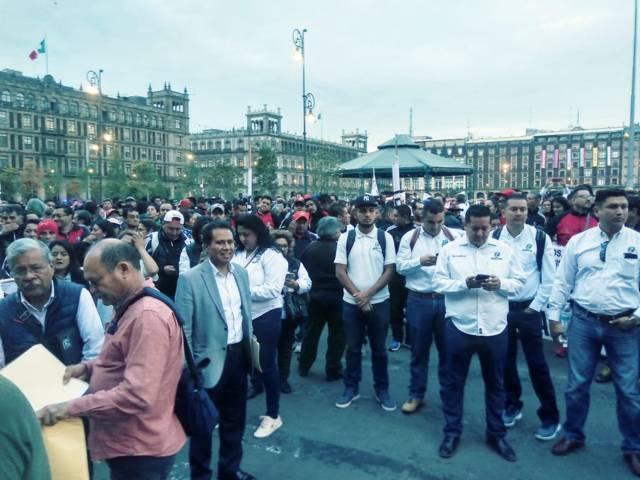 Maestros de Tlaxcala marchan en la CDMX, piden a AMLO mejoras