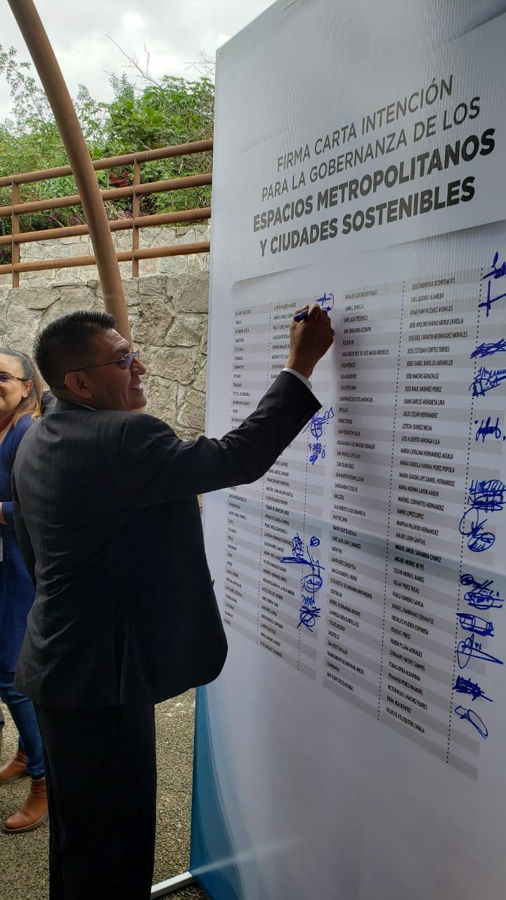 Alcalde firma carta de intención para gobernanza de espacios metropolitanos y ciudades sostenibles