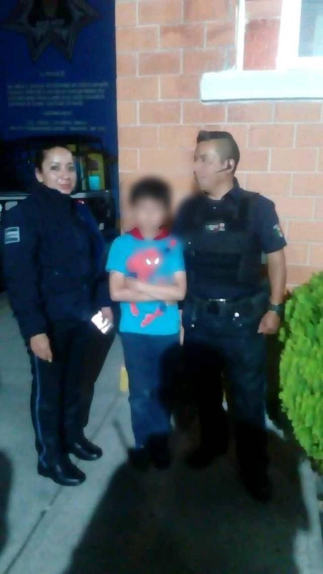 Localiza Policía de Apizaco a menor extraviado en vía pública