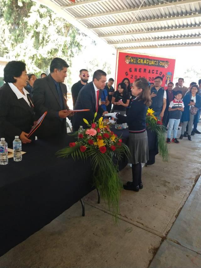 Apadrina César Baltazarez escuela Primaria Xicoténcatl Atzayacatzyn