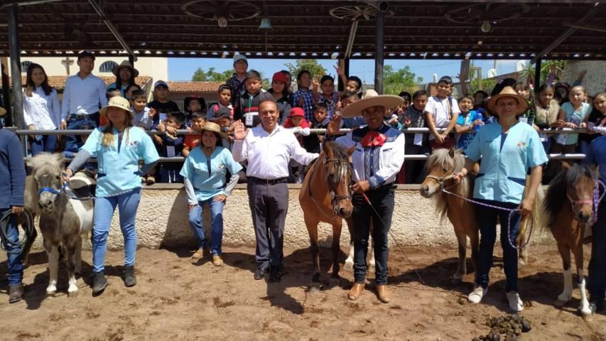 Alcalde impulsa la Equinoterapia infantil en los cursos de verano
