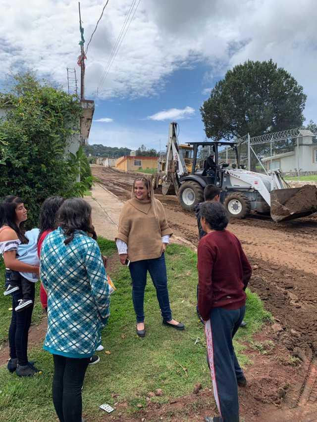 Michaelle Brito supervisa construcción de obras etiquetadas en Atlangatepec