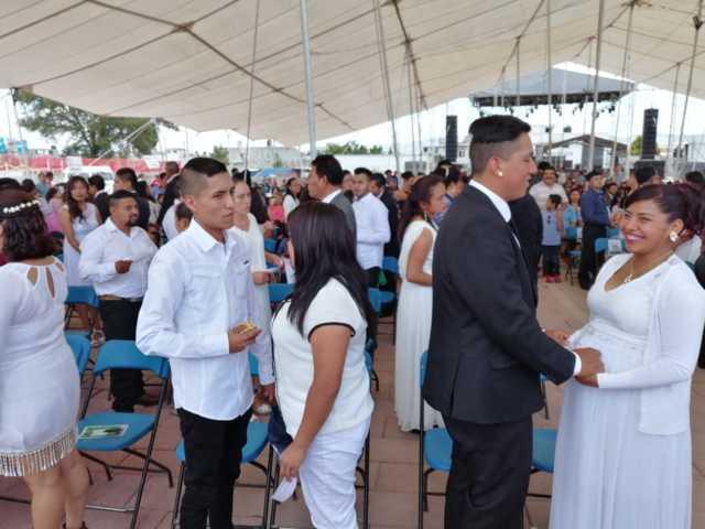Record de bodas masivas 100 contrayentes le dan certeza jurídica a su relación