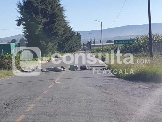 Colocan barricadas en Cárdenas, Huamantla, para atracar al tren; la GN lo frustra